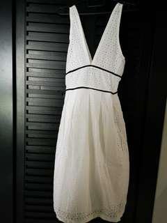 🚚 White eyelet dress