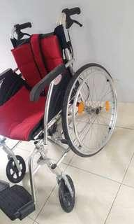 Kursi roda masih sangat bagus
