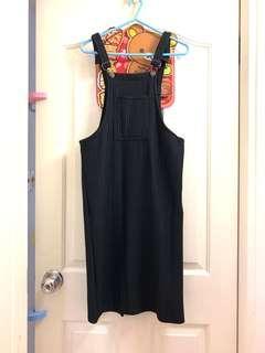 黑色直紋吊帶連身裙