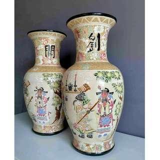 Vintage Chinese Vase Pair