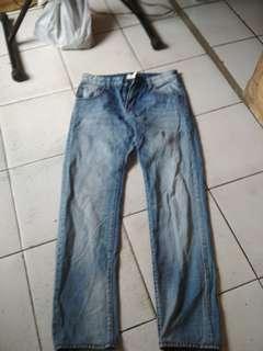 Jual jeans Dolce Gabbana ori sx 30 layak pakai