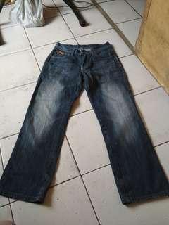 Jual jeans wraengler ori sz 29 layak pakai