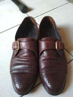 Jual sepatu BALLY sz 42 layak pakai