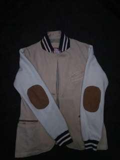 Jaket sekaligus jass