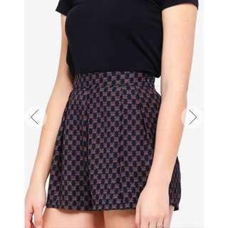 🚚 Zalora Basic Pleated Shorts