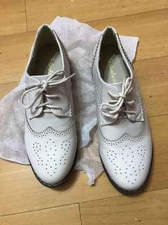 🚚 米白 低跟皮鞋 24.5
