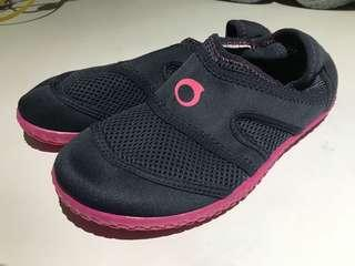 Water shoes - Protect feet from coral!