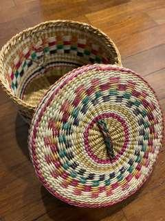🚚 Woven basket with lid