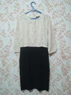 Dress hitam putih monocrome lace