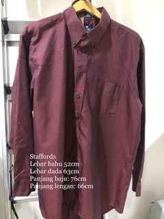 Kemeja lengan panjang Staffords merah marun