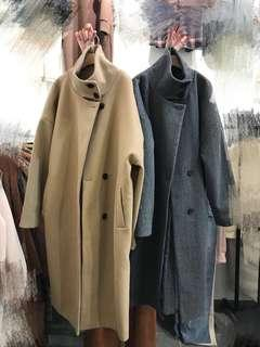 🚚 Aroma Studio羊毛立領後開衩大衣 奶茶色
