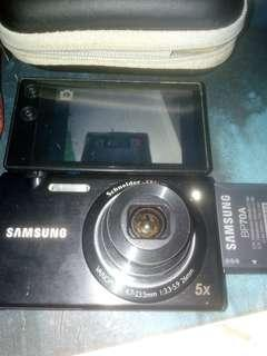 Samsung MV800 digital camera with 2 original batteries 9成新