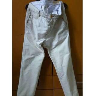 Celana warna Krim/Cream Levi's