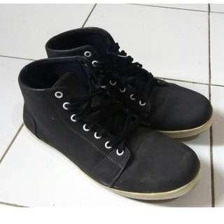 Sepatu Hitam S.Van Decka