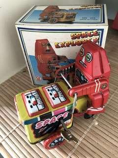 🚚 Vintage Toy Robot - Wind Up Space Explorer