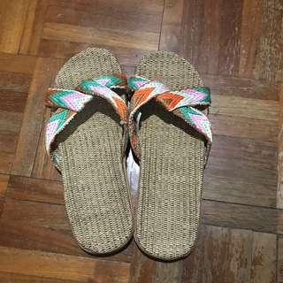 🚚 Weave straw slippers