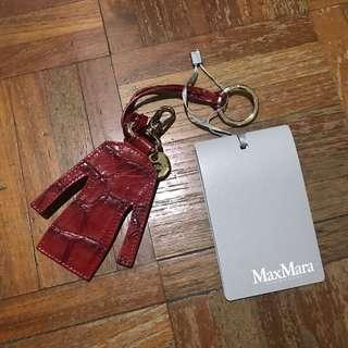 🚚 Max Mara leather keychain or luggage tag