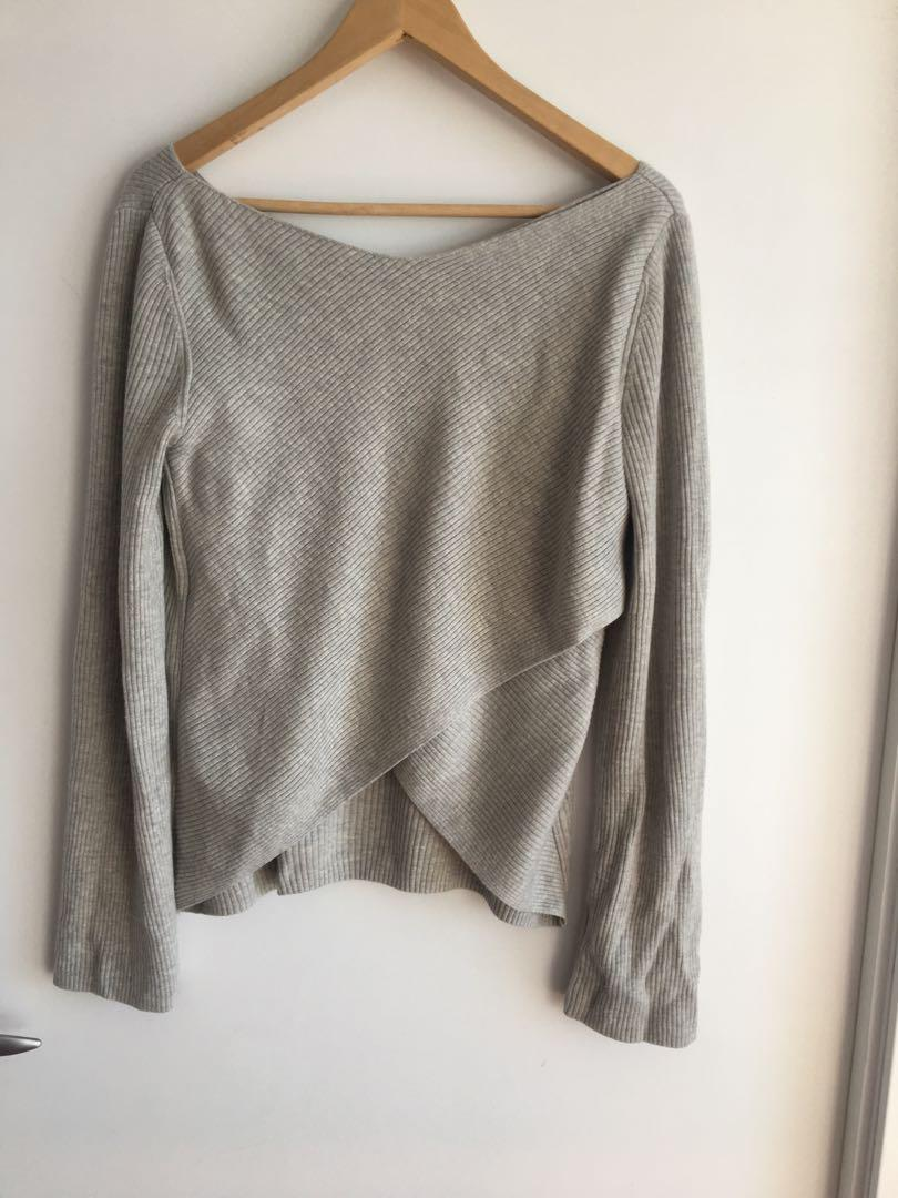 Aritzia - Babaton Kitano Sweater - heather Grey size Medium