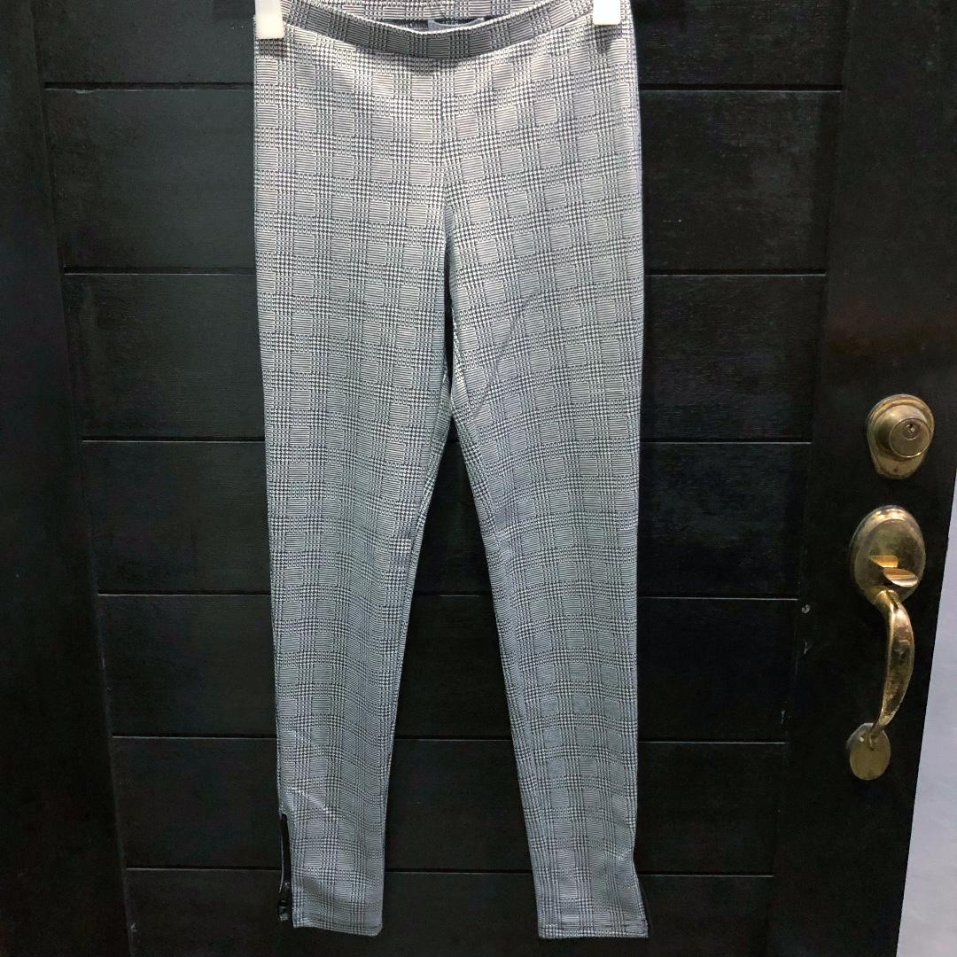 Cotton On Black White Houndstooth Leggings With Ankle Zippers On Both Sides Women S Fashion Clothes Pants Jeans Shorts On Carousell