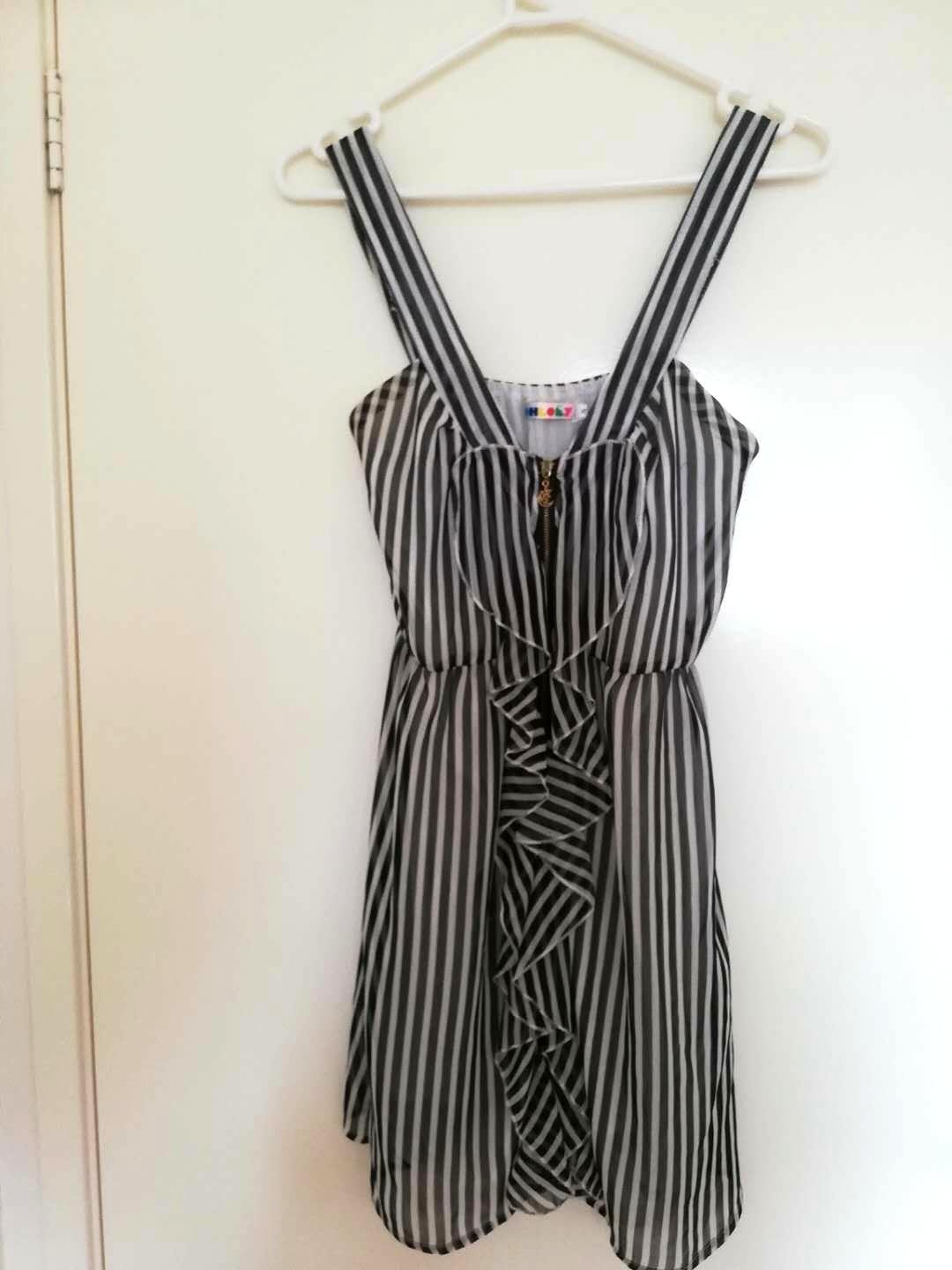 Flowy black and white striped heart dress size 8 / 10