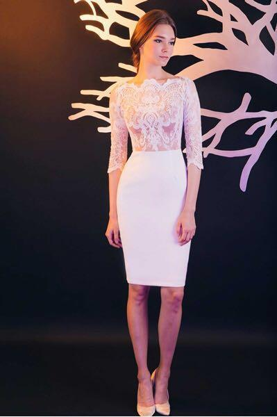 [For rent] white lace long sleeve dress