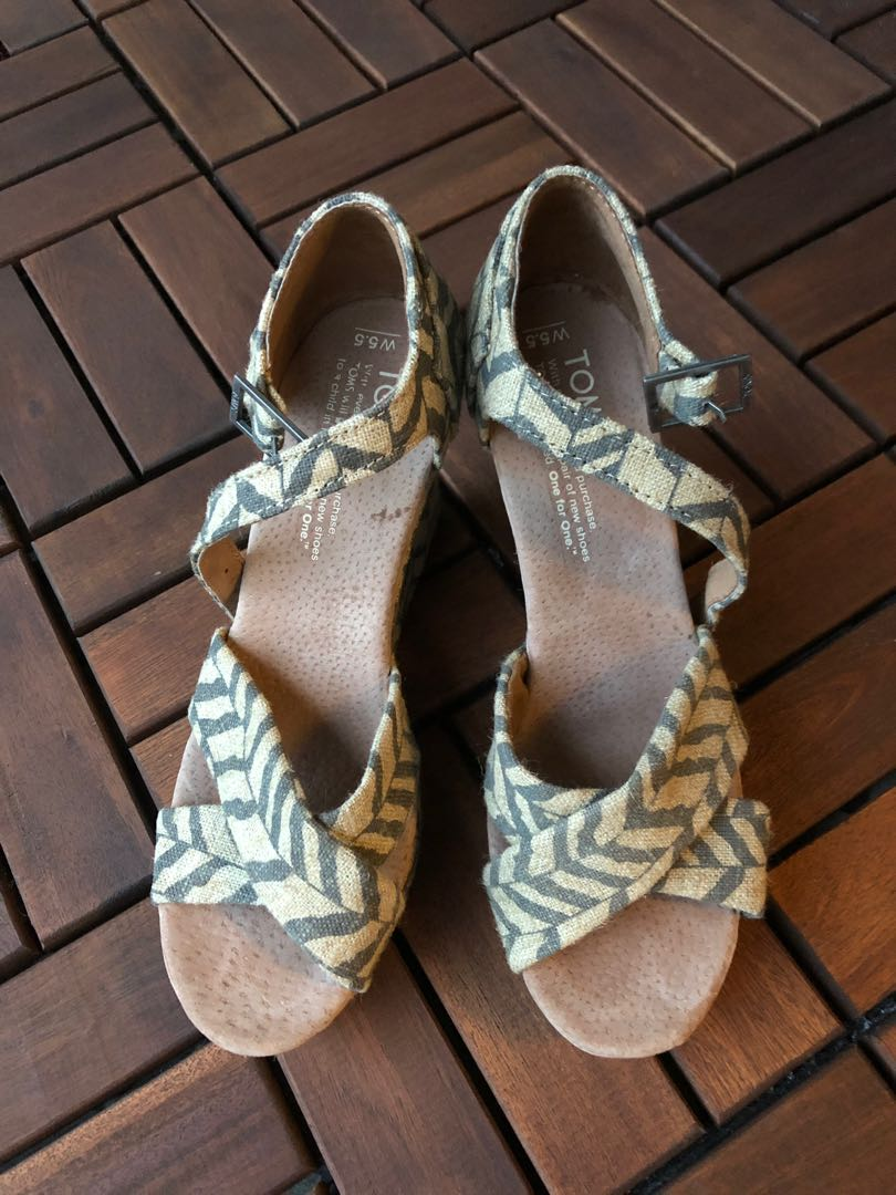 1f6a05d76518 TOMS Platform Wedge Sandals