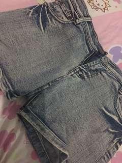 #CNY2019 hot pants jeans