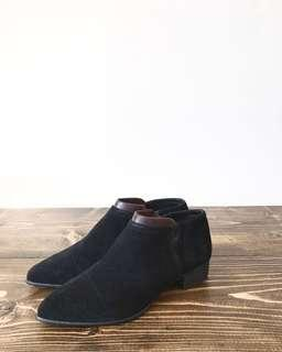VINCE CAMUTO black flat ankle boot 7