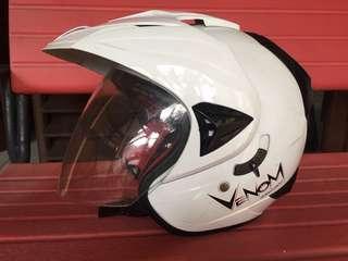 Helm venom ukuran S