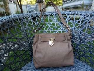 Mk small sling light brown bah