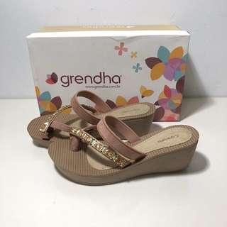 🚚 Grendha 巴西尺寸38(漫步香榭寶石 夾腳厚底楔型涼鞋-粉膚色)