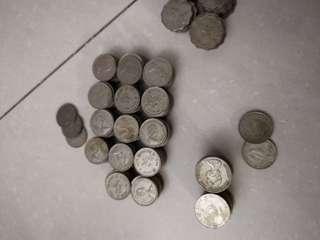 約600個英女皇香港錢幣 1995年前的 3.532kg最後十天刊登。