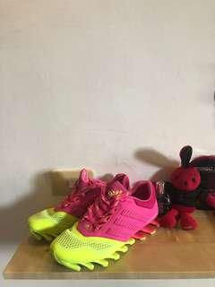 🚚 Adidas 刀鋒鞋