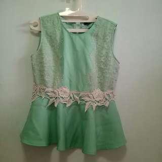 Leaf green top