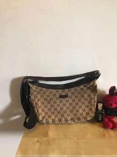 🚚 Gucci 半月包