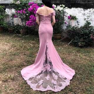 👭 Blush Off Shoulder Lace Train Dinner Dress (RENTAL)