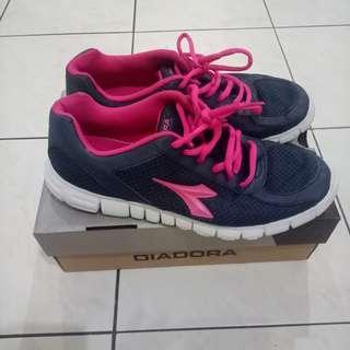 DIADORA sport shoes