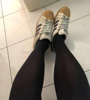 愛迪達運動鞋