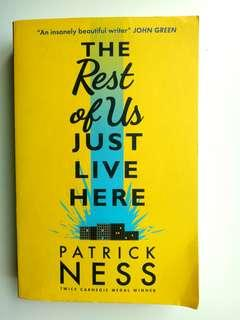 Novel-The Rest Of Us Just Live Here (Patrnick Ness)