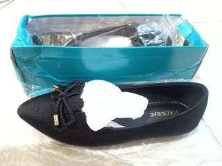 Valerie Black Flatshoes