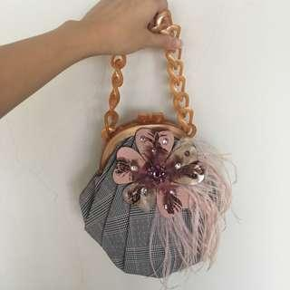 🚚 Ipa-nima grey feathered small handbag
