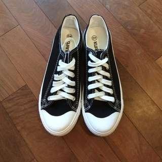 🚚 黑色帆布鞋
