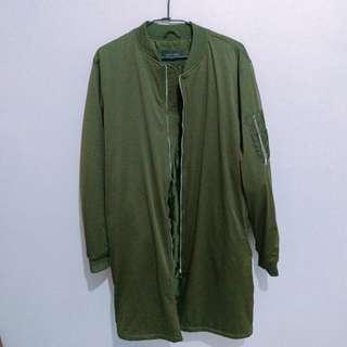 🚚 ZARA 軍綠色長版飛行外套 夾克 羽絨外套 MA1 MA-1