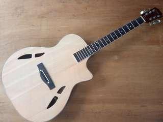 Gitar akustik sudah tanam besi