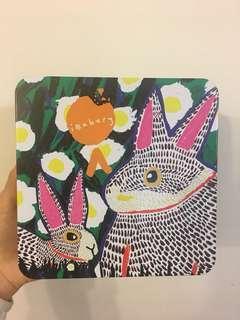 東華三院ibakery 新年曲奇罐 罐身由東華三院愛不同藝術家創作「兔子的長耳朵」