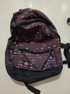 🎇❴清倉價❵ 98%新 Adidas暗紫紅色運動背包