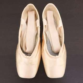 🚚 Bloch pointe shoes