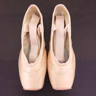 🚚 Bloch ballet pointe shoes