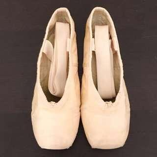 🚚 Bloch Demi pointe shoes