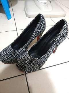 🚚 黑格紋布 高跟鞋